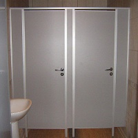 peregorodki dlja tualetov 1 200x200 - Перегородки для сантехнических узлов